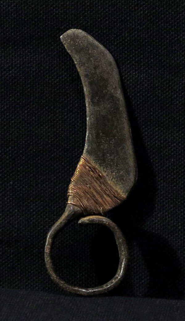 Old Turkana Fighting Finger Knife – Ngigolio – Kenya